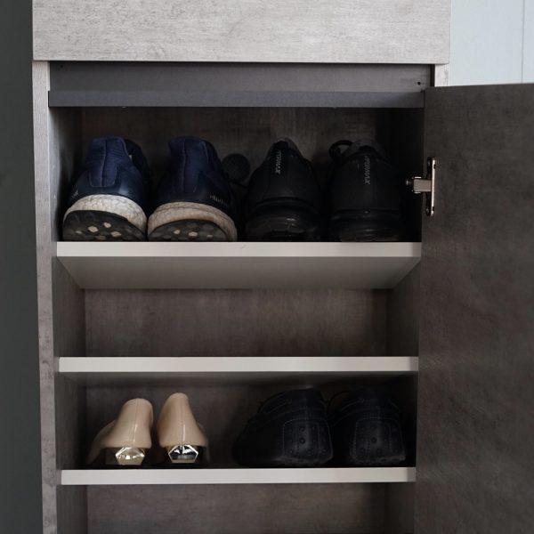 ชั้นวางรองเท้าสำหรับคอนโด สีซีเมนต์