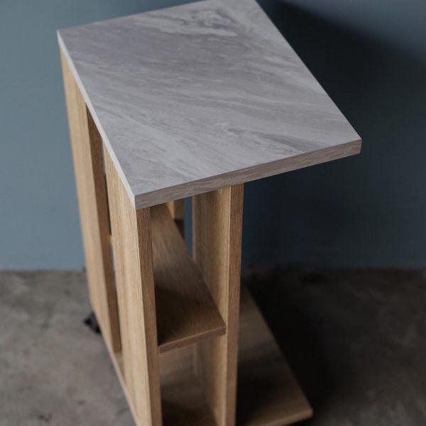 โต๊ะข้างโซฟาแบบมีล้อ กว้าง32ซม สีโซลิดโอ๊ค-หินอ่อน