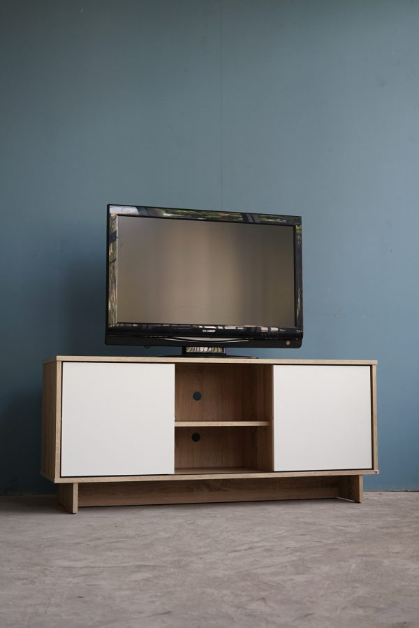 ชั้นวางทีวี Komplete สีโซลิดโอ๊ค-ขาว